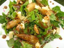 Σαλάτα με τηγανιτά αχλάδια και καπνιστό Βερμίου