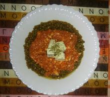 Σαλάτα φακές με κρύα σάλτσα ντομάτας και φέτα