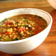 Ντοματόσουπα με ρεβύθια και φακές