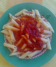 Πένες με πικάντικη κόκκινη σάλτσα