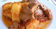 Χοιρινό στην Κατσαρόλα με Πατάτες Γιαχνί