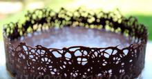 Πώς φτιάχνουμε σοκολατένια δαντέλα για τούρτες