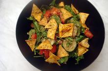 Συνταγή: Πράσινη σαλάτα με φρέσκα λαχανικά και σος μελιού