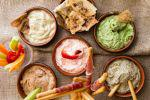 Τα υγιεινά: 5 ντιπ με γιαούρτι, της Εύης Σκούρα