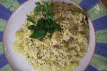 Συνταγή: Ρύζι με πράσο, σέλινο, σκόρδο, βερμούτ, λεμόνι, βασιλικό, παρμεζάνα, ζωμό λαχανικών