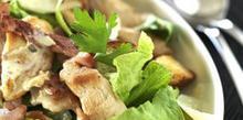 Συνταγή: Σαλάτα με στήθος κοτόπουλο, παρμεζάνα, αυγά, φιλέτα αντσούγιας, γούρσεστερ σος
