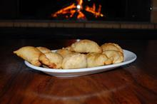 Συνταγή: Πιτάκια με κιμά μοσχαρίσιο, κρεμμύδι, πατάτες, αυγά. κύμινο