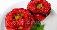 Κόκκινες πιπεριές γεμιστές με κοφτό μακαρονάκι