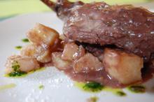 Συνταγή: Κουνέλι με μπαχάρι, δάφνη, κόκκινο κρασί, μανούρα, κόλιανδρο, πορτοκάλι
