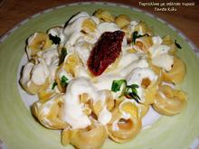 Τορτελίνι με σάλτσα τυριού και λιαστή ντομάτα... πιο εύκολο δεν γίνεται!