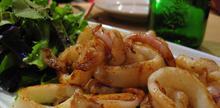 Συνταγή: Καλαμάρια με κάρυ, πιπέρι, αλεύρι, σπορέλαιο