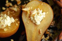 Συνταγή: Αχλάδια με ανθότυρο, λεμόνι, κάστανα, ζάχαρη