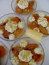 Καραμελωμένα φρούτα στο φούρνο παρέα με γιαουρτοσαντιγύ