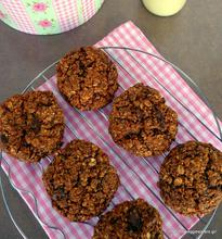 Healthy chocolate oat cookies