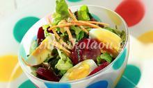Σαλάτα ανοιξιάτικη με παντζάρια, βραστά αυγά και σάλτσα δυόσμου