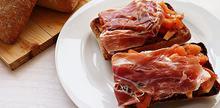 Συνταγή: Μπρουσκέτα με ντομάτα, ζαμπόν, βασιλικός, ξύδι, ελαιόλαδο, αλάτι, σκόρδο