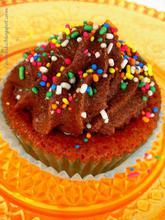 Cupcakes μόνον με κρόκους και επικάλυψη λαχταριστή κρέμα σοκολάτας...