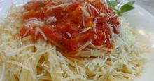 Μακαρόνια με σάλτσα από φρέσκιες ντομάτες και βασιλικό!