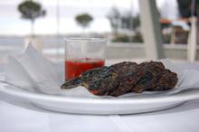 Συνταγή: Ταραμοκεφτέδες με σπανάκι, κρεμμύδι, άνηθο, αλεύρι