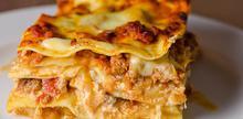 Συνταγή: Σουφλέ λαζάνια με κιμά, μάραθο, κρεμμύδι, κόκκινο κρασί, ντομάτες, πελτέ ντομάτας. ρικότα, μοτσαρέλα