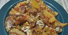 Πατάτες στο φούρνο με χωριάτικο λουκάνικο !!!