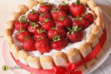 Σαρλότ με ανθότυρο κρασί Visanto και φράουλες