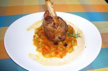 Συνταγή: Αρνίσιο κότσι με θυμάρι, δεντρολίβανο, κρεμμύδι, μελιτζάνα, κολοκύθι, πιπεριές