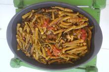Συνταγή: Μπάμιες με γλυστρίδα, κρεμμύδια, ντομάτες στη λαδόκολλα
