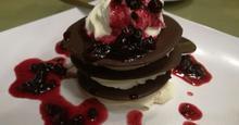 Τριπλέτα σκληρής σοκολάτας με κρέμα καϊμάκι και γλυκό κουταλιού βύσσινο!!!