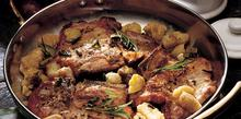 Συνταγή: Χοιρινές μπριζόλες με φασκόμηλο, δενδρολίβανο, κάστανο