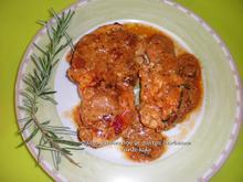 Κοτόπουλο στο τηγάνι, αρωματισμένο με δεντρολίβανο και σάλτσα barbecue :