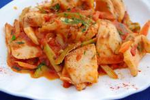 Συνταγή: Σουπιές με καρότο, κολοκύθι, κρεμμύδι, άνηθο, πάπρικα, μπαχάρι, δαφνόφυλλα, λευκό κρασί, ντομάτα