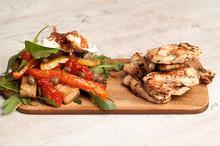 Κοτόπουλο στη σχάρα και ιταλική σαλάτα