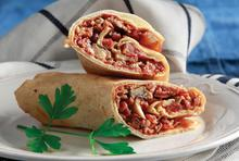 Ζεστό σάντουιτς µε αραβική πίτα και ό,τι περίσσεψε