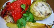 Πολύχρωμες πιπεριές με μπεσαμέλ