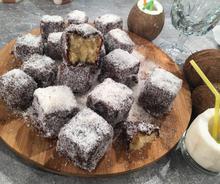 Lamingtons (εύκολα γλυκά καρύδα-σοκολάτα)