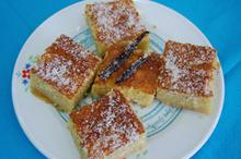 Συνταγή: Ραβανί με γιαούρτι, ζάχαρη, σιμιγδάλι, βούτυρο, καρύδα, πορτοκάλι, σόδα, αμύγδαλα, αβγά, βανίλια