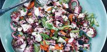 Συνταγή: Χταποδοσαλάτα με μαϊντανό, σκόρδο, σέλερι, σκόρδο, καρότο, ελαιόλαδο, αλάτι, χυμό λεμονιού. ρίγανη