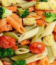 Σαλάτα προβενσάλ με ζυμαρικά λαχανικά και τόνο