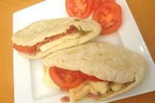 Συνταγή: Κυπριακή πίτα με χαλούμι, ζαμπόν, ντομάτα