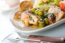 Κοτόπουλο με πράσινες ελιές - Συνταγές Μαγειρικής - Chefoulis