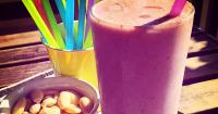Αμυγδαλένιο smoothie μπανάνα-φράουλα - Lovecooking.gr