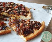 Focaccia με Καραμελωμένο Κρεμμύδι και Μήλο - Funky Cook