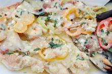 Συνταγή: Σκορπίνα με γαρίδες, μύδια, φέτα, λεμόνι, πιπεριά, σκόρδο