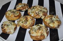 Μανιτάρια γεμιστά με μοτσαρέλα - Συνταγές Μαγειρικής - Chefoulis