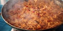 Συνταγή: Χταπόδι με φαρφάλες, δάφνη, ντομάτα