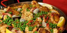 Συνταγή: Παέγια με κοτόπουλο, τσορίσο, μύδια, γαρίδες, καλαμάρια, αρακά, σαφράν