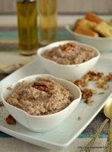 Garlicky bread spread (skordalia)
