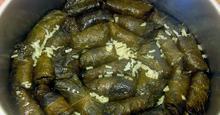 Ντολμαδάκια γιαλαντζί με αμπελόφυλλα
