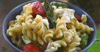 Ανοιξιάτικη σαλάτα ζυμαρικών με σπαράγγια και αρωματικό ντρέσινγκ λεμονιού -  Spring lemon pasta salad with asparagus - Lovecooking.gr